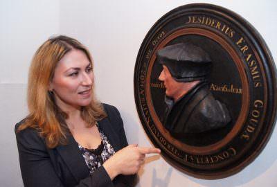 Unveiling restoration Erasmus sculpture by Patricia Ortiz