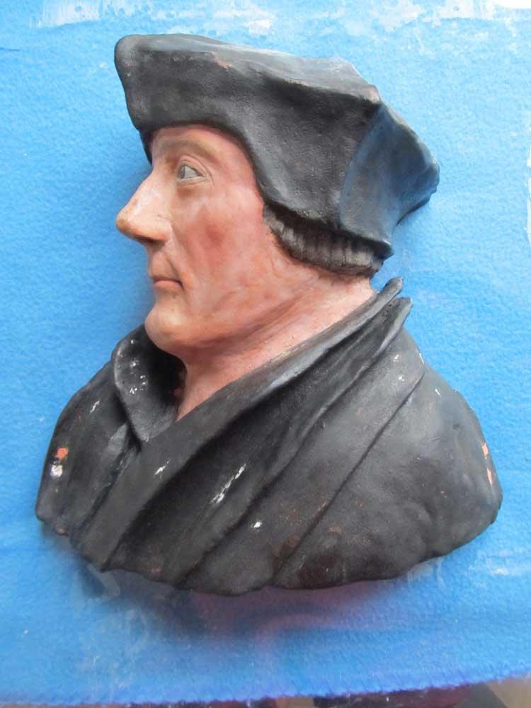 Sculptuur Erasmus voor restauratie